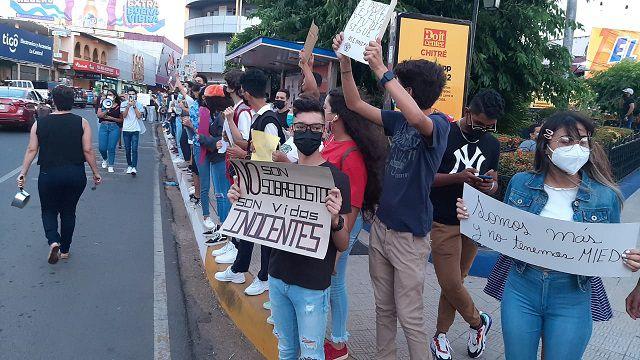 Protestas en el Mides y la Procuraduría exigiendo justicia  por abusos contra menores en albergues